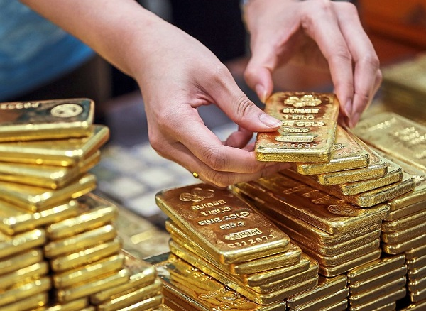 After record 2020, 'gold bugs' still see room to rise