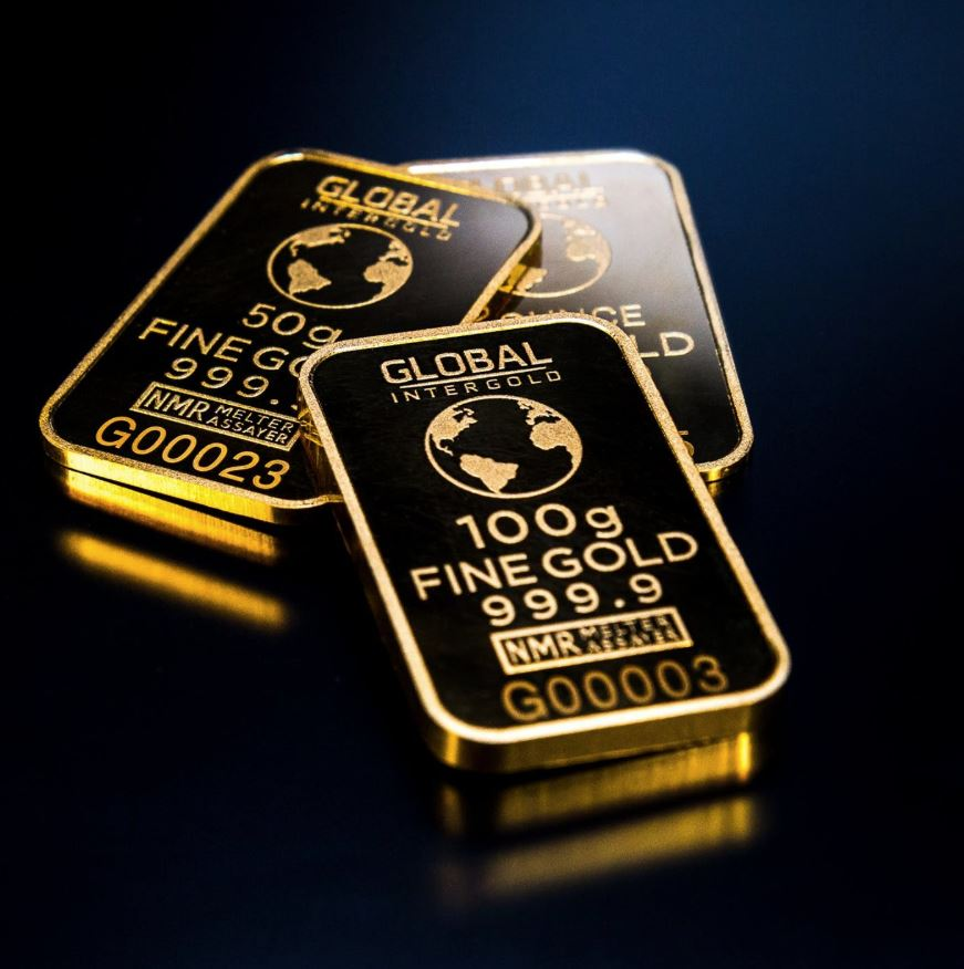 Gold storms back as trade war confusion rattles markets