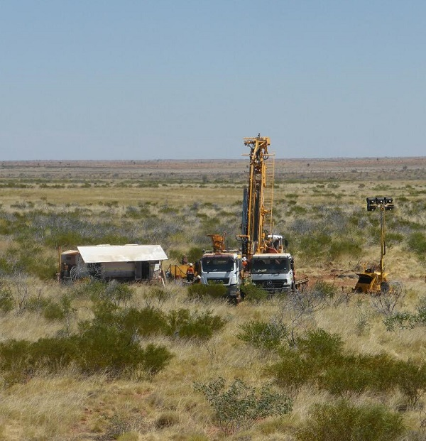 Sipa on trail of large gold and copper system at Obelisk
